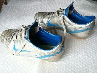 Botas de Fútbol Nike. Talla 42.