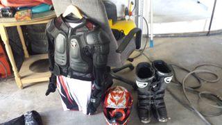 Equipo motocross y caballete