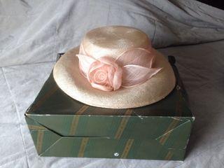 Sombrero tocado de mujer