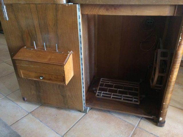 Mueble para máquina de coser de segunda mano por 20 € en