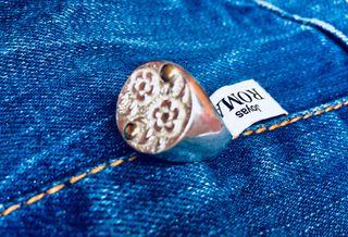 Pecioso anillo oro y plata