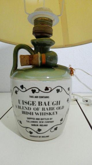 rara lámpara de sobremesa