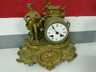 Reloj antiguo de cuerda con llave