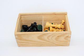 Caja de piezas de ajedrez