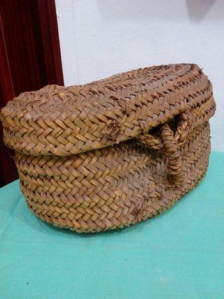 antigua cesta de mimbre