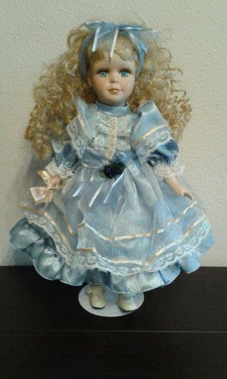 Muñeca musical movimiento porcelana