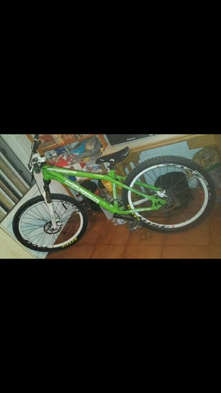 Bicicleta CONOR ENEMY de dirt jump