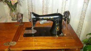 Máquina de coser antigüa