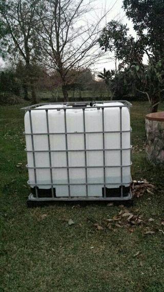 Depósito 1.000 litros agua potable.
