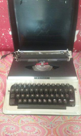 se vende makina de escribir