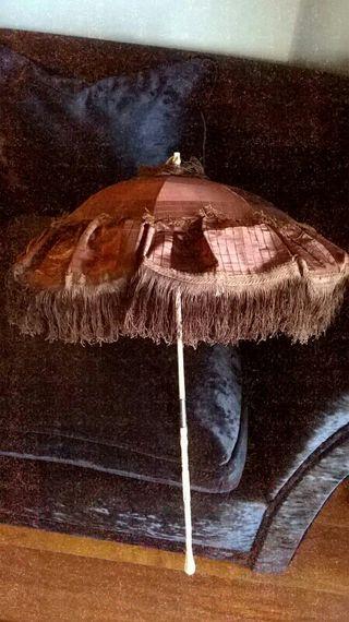 Sombrilla de seda y marfil