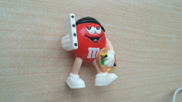 Figurita M&M rojo