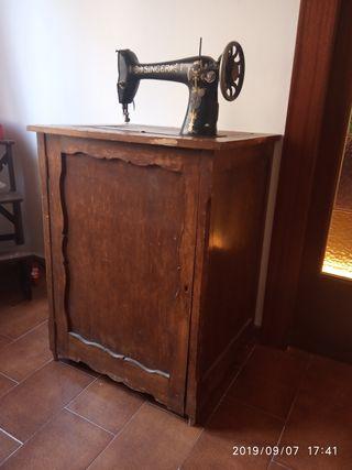 Máquina de coser Singer Vintage con mueble madera