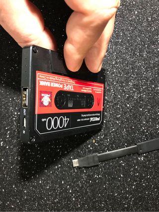 Cargador movil diseño vintage cuando cinta cassete