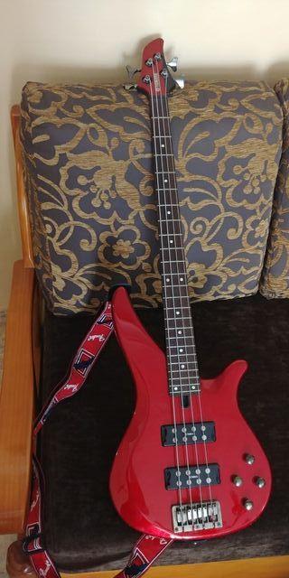 Bajo Yamaha TRBX174 DBM Rojo y Negro