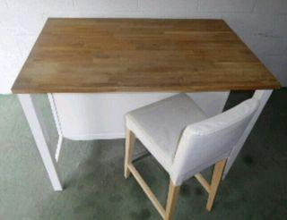 Mesa madera + taburete.