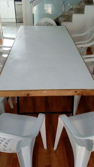 Dos mesas de madera nuevas