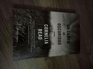 Libro Un Campo de Oscuridad por Cornelia Read