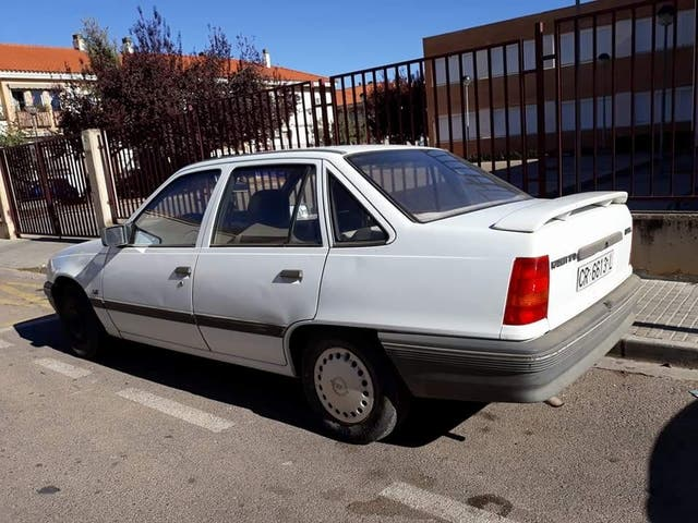 opel kadett 1989 de segunda mano por 400 en miguelturra en wallapop. Black Bedroom Furniture Sets. Home Design Ideas