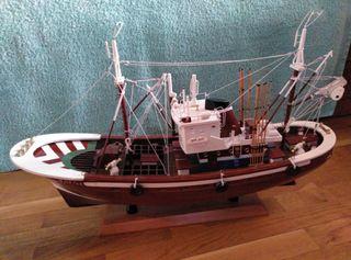 Barco pesca madera