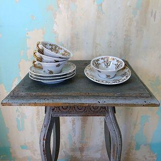 4 tasses et sous-tasses à café, porcelaine