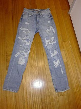 Pantalon con rotos