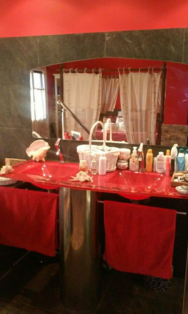 Lavabo Rojo Cristal.Mueble Lavabo Doble Cristal Rojo De Segunda Mano Por 900