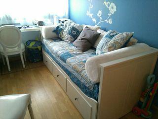 juego de colcha, cojines y cortinas