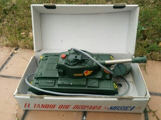 Tanque antiguo de juguete