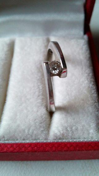 Anillo oro 18kt y Diamante