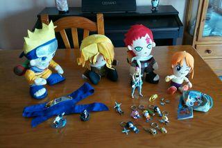 muñecos y llaveros manga