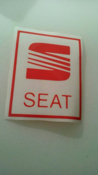 adhesivo seat en rojo
