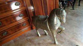 caballo latón tallado precioso