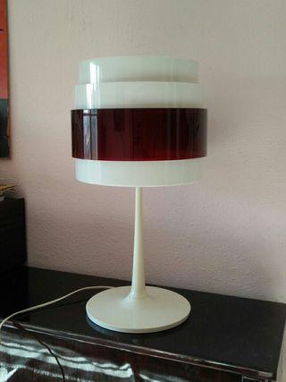 lámpara de sobremesa 60s Energi Rock de Ikea