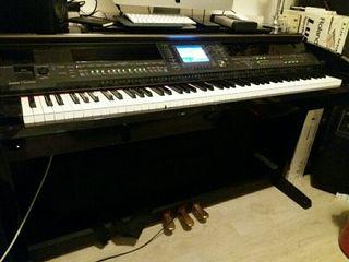 Piano Yamaha Clavinova 405