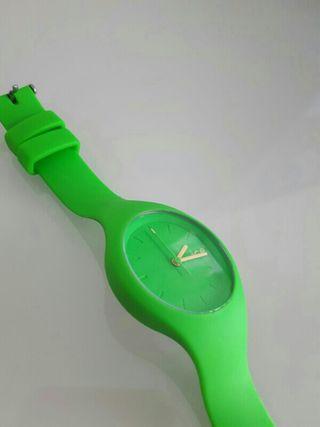 Reloj marca ICE de color verde
