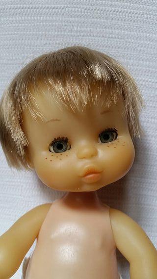 Muñeco May de Famosa