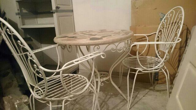 Mesa y sillas de granito y forja