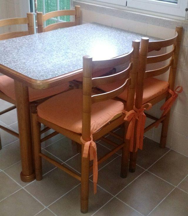 Mesa y sillas cocina de segunda mano por 90 € en Getafe - wallapop