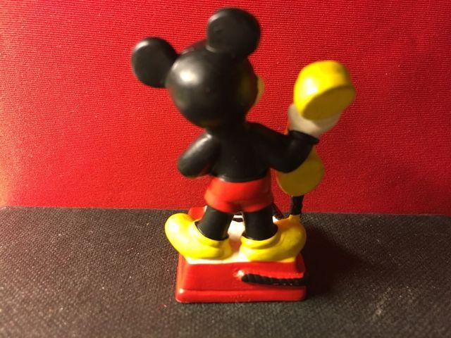 Mickey Mouse con teléfono