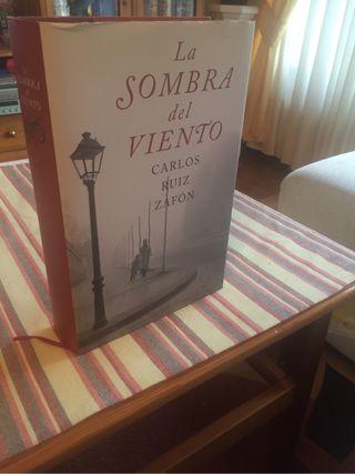 Libro lectura La Sombra del Viento