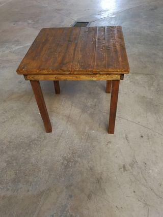 mesa hecha de palets