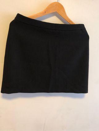 Mini falda negra lisa Zara talla L