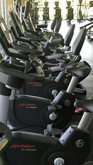 Life fitness Bici Vertical Inspire. PANT TACTIL