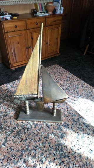 velero de bronce hecho a mano