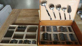 Cuberteria Idurgo. 113 piezas con caja de madera