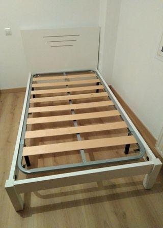 Estructura de cama blanca y somier de 105x190.
