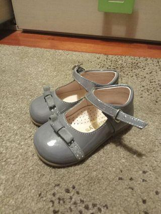 zapato de charol niña 21
