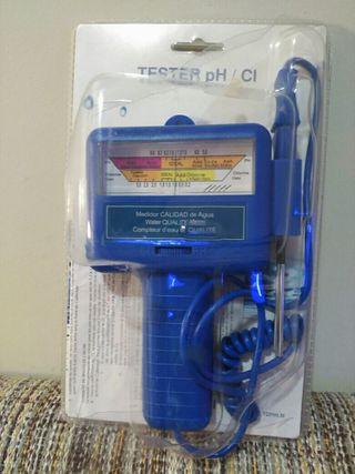 tester para medir el pH y el cloro del agua.