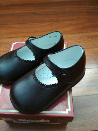 zapatos niña talla 20 marrón de Cucada